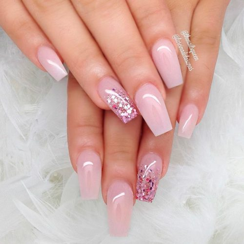 Pearly Nails With Flitter Accented Finger #pinknails #glitternails