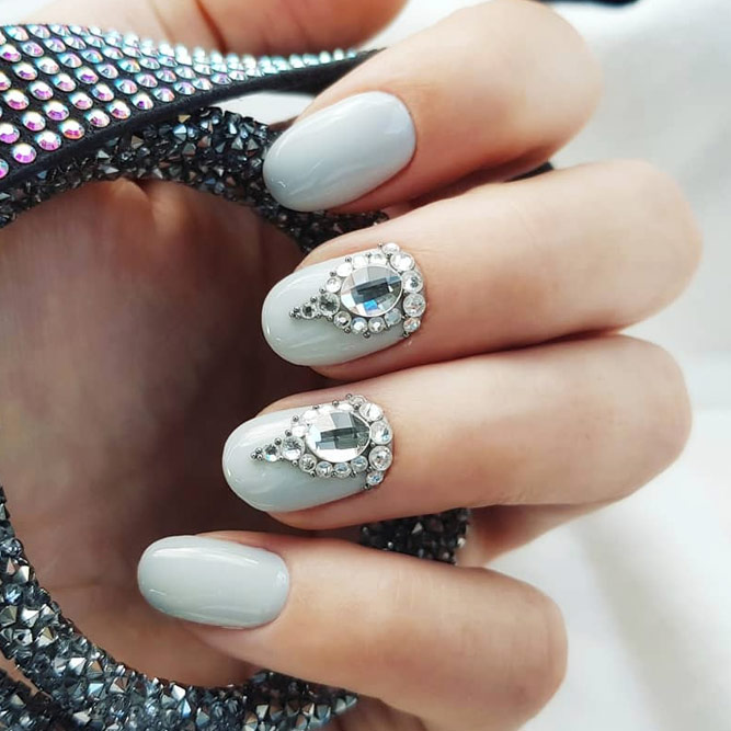 Stunning Rhinestones Accents #graynails #rhinestonesnails #roundednails #shortnails