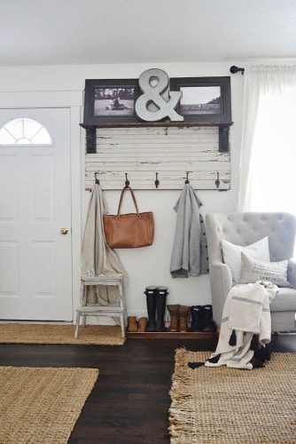 Diy Rustic Entryway Coat Rack #diyrack