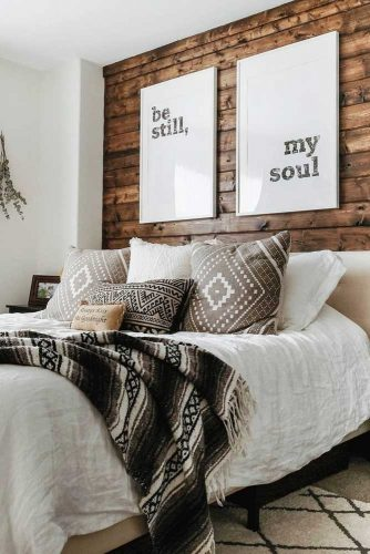 Rustic Bedroom Décor In Cozy Farmhouse #rusticbedroom