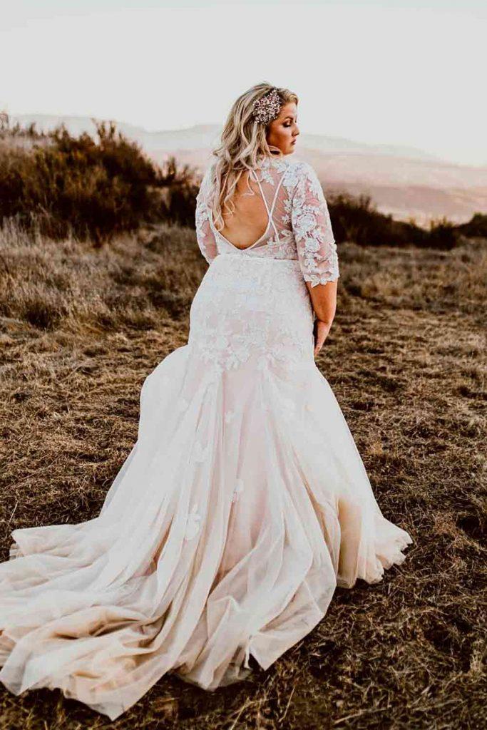 Backless Wedding Dress #backlessdress #prettyweddingdress