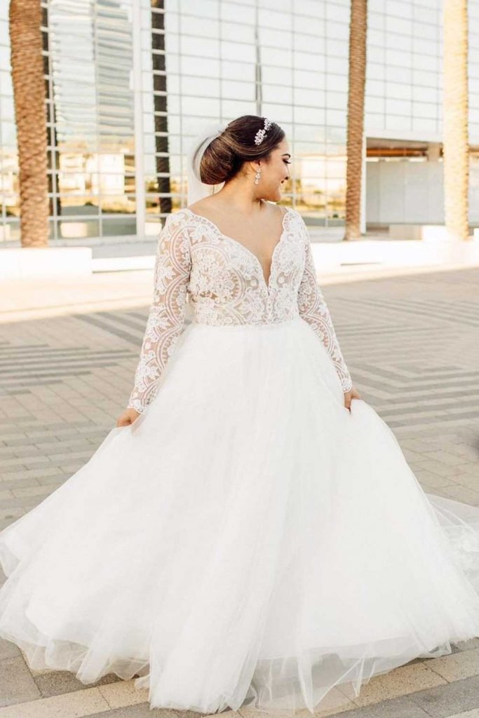 Lace Top And Tulle Wedding Gown #tulleweddingdress #classyweddingdress