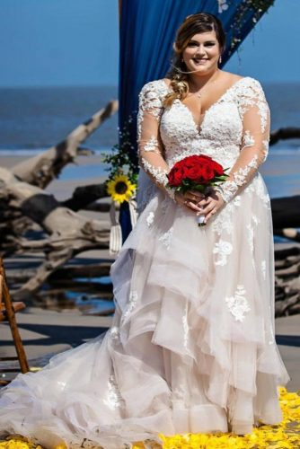 Long Train Wedding Dress Design #longtrain #weddingdress
