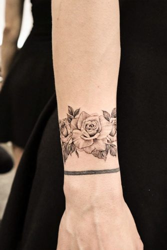 Black And White Wrist Tattoo With Roses #wristtattoo #braceletattoo #blackandwhiterosetattoo