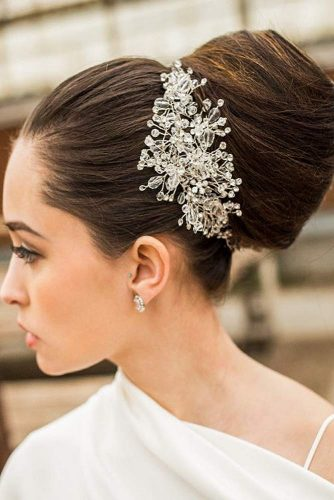 Beautiful Sleek Updo To Make Your Look Unique #sleekupdo #sleekbun