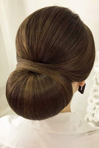 Sleek Updo Hairstyle With A Voluminous Bun #sleekbu #sleekupdo