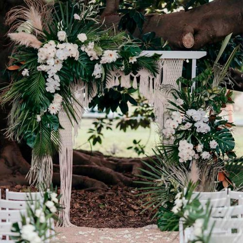A Perfect Combination Of Macrame And Tropical Flowers #bohoweddingarch #macrameweddingarch