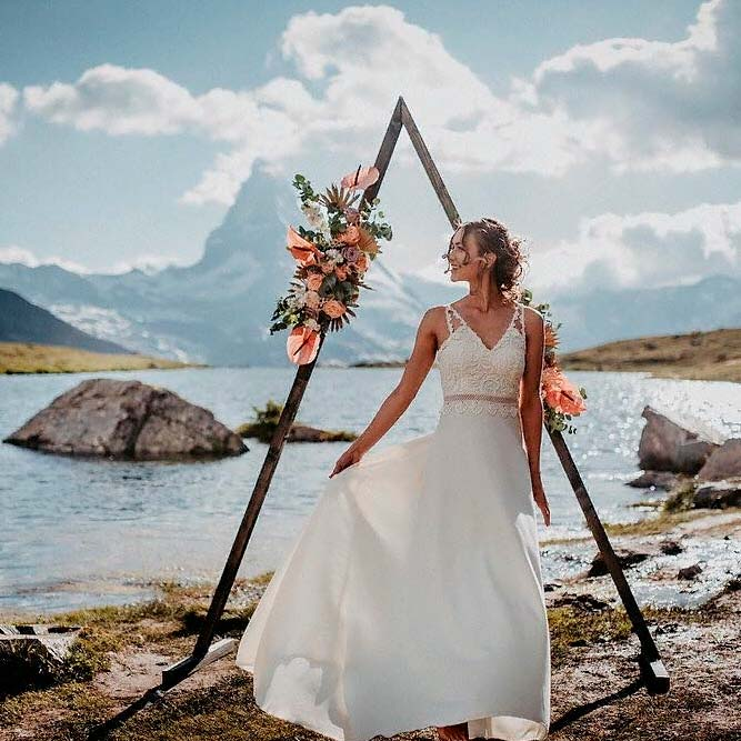 Simple Triangular Wedding Arch #bohoweddig #outdoorwedding