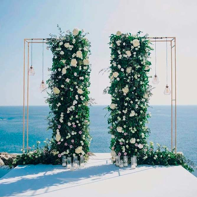 Stunning Cubic Wedding Arch #modernwedding #stylishwedding