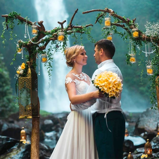 Closer To Nature – A Tree With Jars Filled With Flowers Arch #outdoorwedding