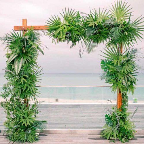Totally Tropic Wedding Arch #outdoorwedding #tropicwedding
