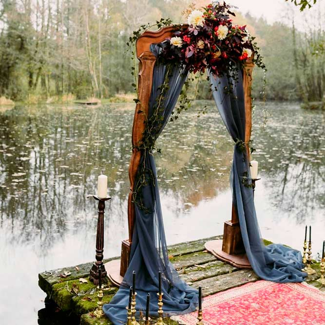 Vintage Wedding Arch #vintagewedding #stylishwedding