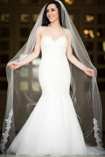 Chapel Bottom Lace Veil #longweddingveils #laceweddingveils
