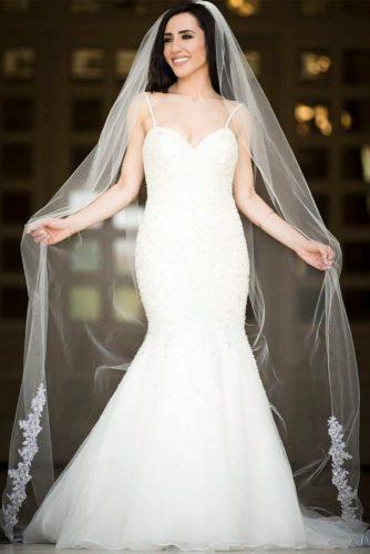 Chapel Bottom Lace Veil #longweddingveils #laceweddingveils
