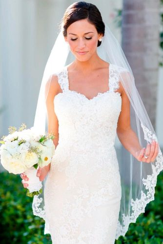 Fingertip Length Veil With Lace Edge #fingertipveils #laceweddingveils