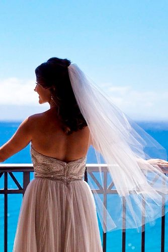 Simple, Yet Chic Fingertip Length Veil #simpleweddingveils