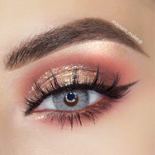 Gold Glitter Shadow With Black Eyeliner #goldshadow