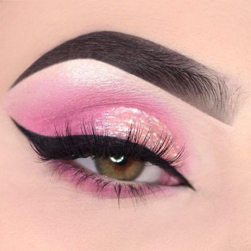 Pink Glitter Eyes Makeup With Black Eyeliner #glittershadow