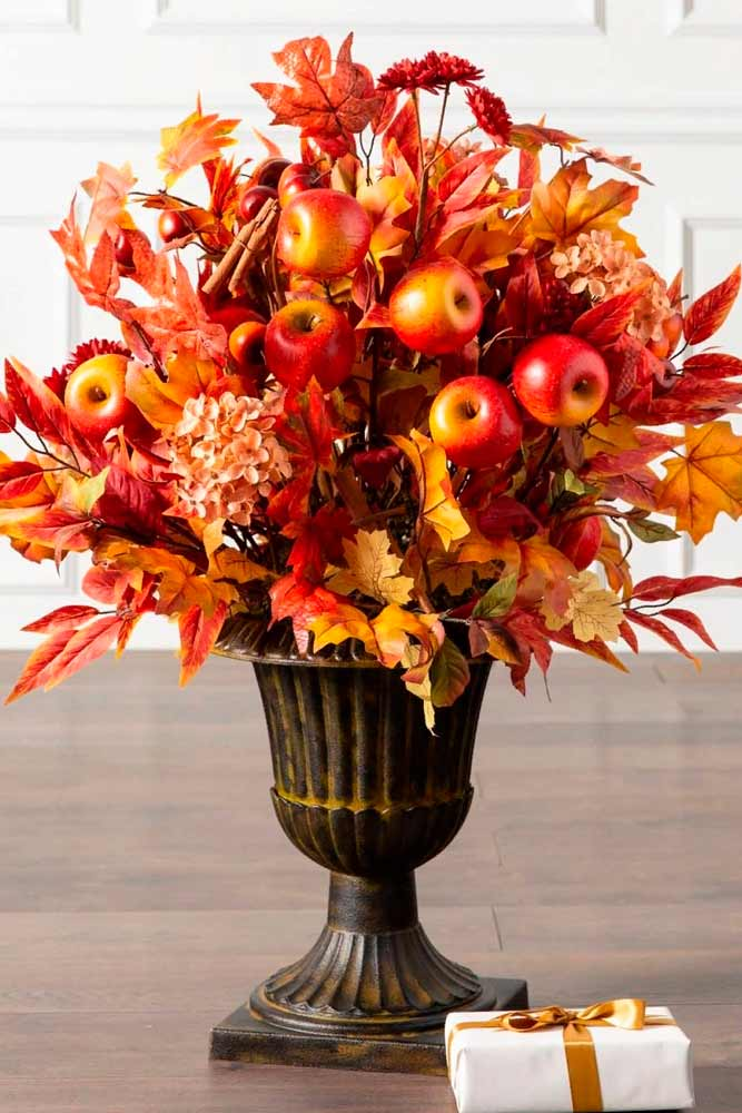 Fall Foliage Arrangement #fallfoliage #homedecoration #fallcenterpieces