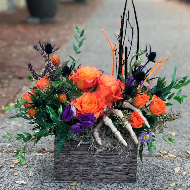 Spooky But Cute Flower Arrangement #fallflowers #halloweendecoration