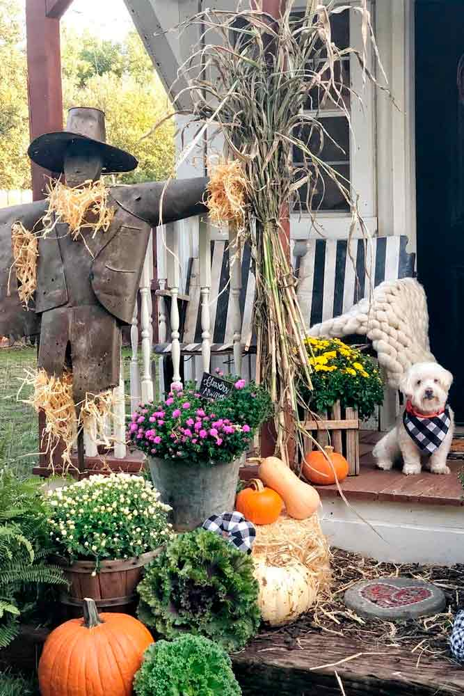 Outdoor Decoration With Pumpkins And Dried Corn Stalks #outdoordecoration #falloutdoordecor