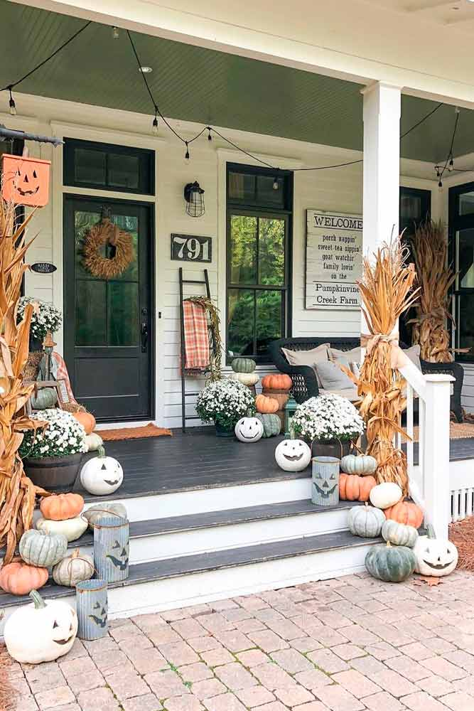 Porch Décor With Pumpkins #outdoordecor #homedecor