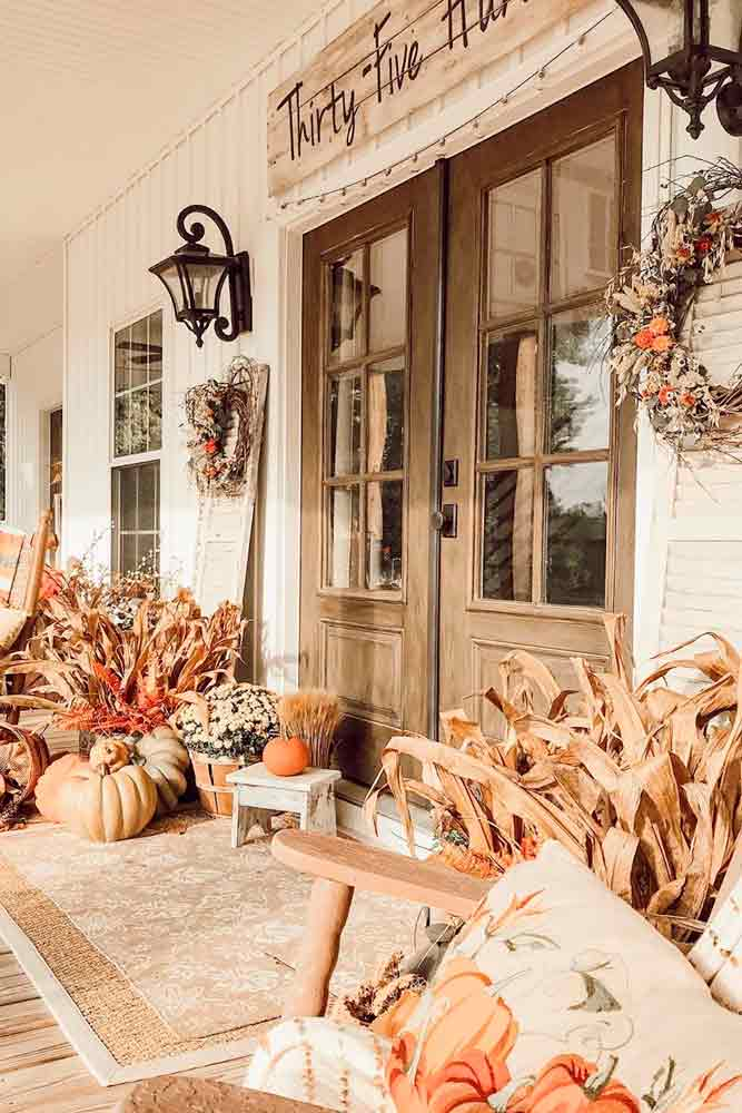 Rustic Fall Porch Décor #rusticdecor