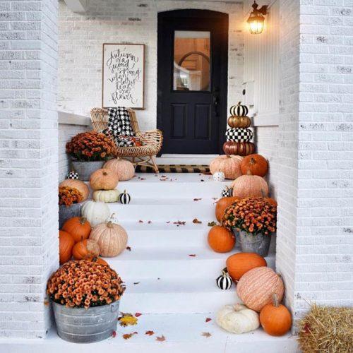 Fall Front Porch Décor With Pumpkins #fallporch #pumpkin