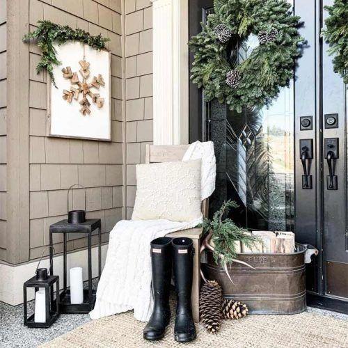 Rustic Winter Front Porch Decor #greentreewreath