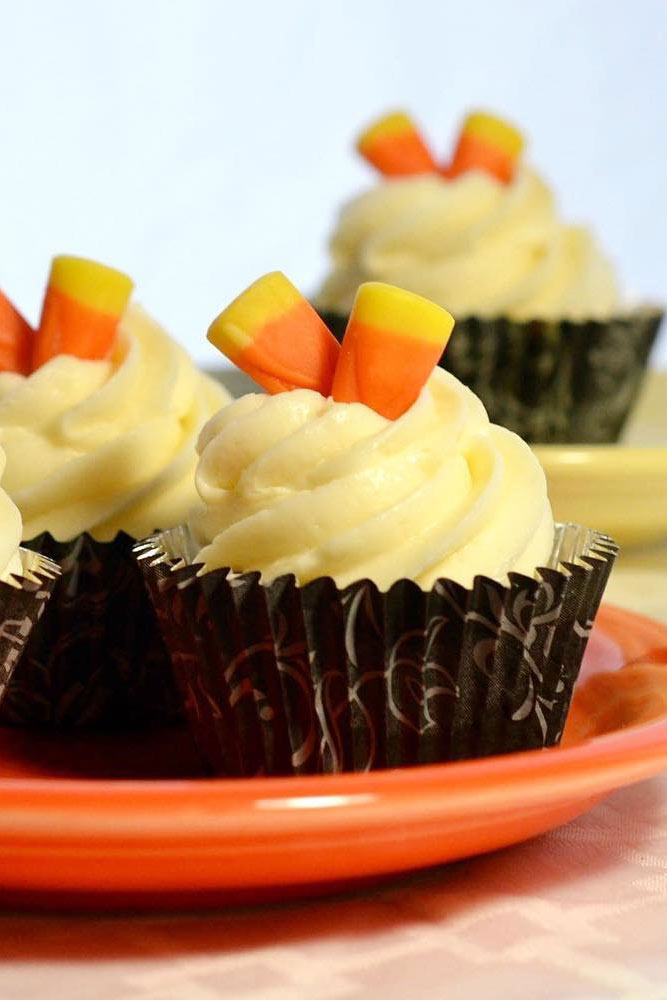 Candy Corn Halloween Cupcakes #candycorn