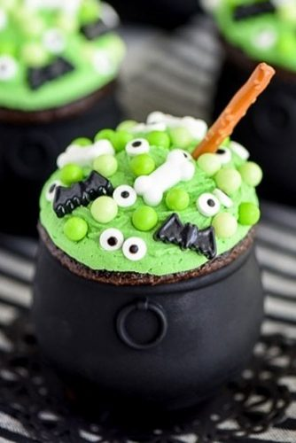 Cauldron Cupcakes #witch #cauldron