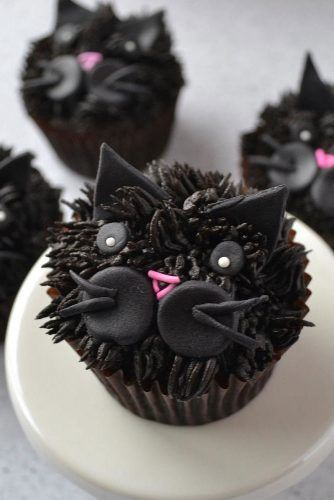 Black Cat Halloween Cupcake Idea #ghostcupcake