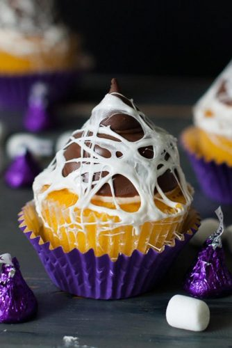 Marshmallow Web Cupcake #marshmallowweb