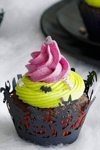 Colorful Halloween Cupcakes #bats #bones