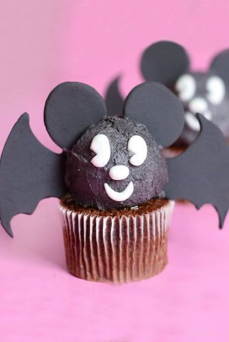 Chocolate Bat Halloween Cupcake Idea #batcupcake