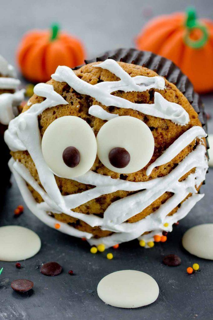 Mummy Cupcakes for Halloween