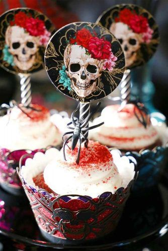 Halloween Cupcakes With Skeleton Toppers #skeletontoppers