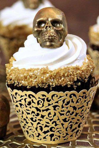 Gold Skull Halloween Cupcake Idea #skullcupcake