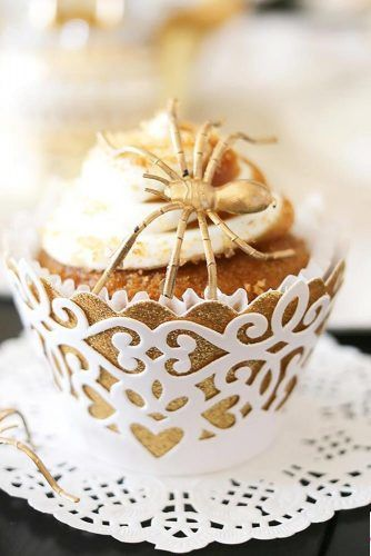 Gold Spider Halloween Cupcake Idea #spidercupcake