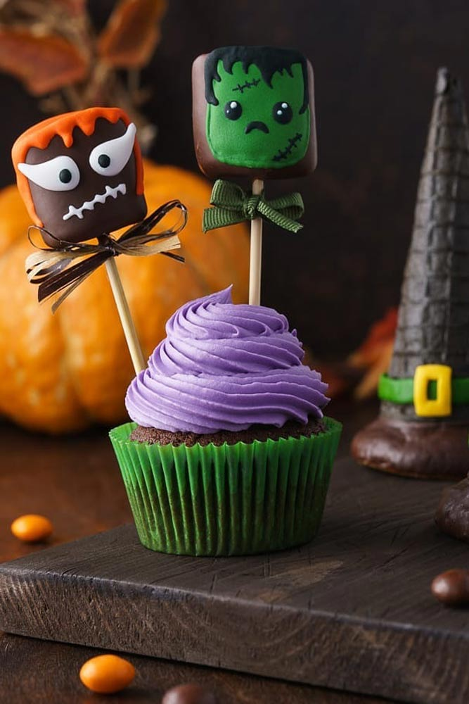 Halloween Cupcake With Zombie Toppers #zombie #monster