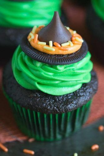 Chocolate Witch Hat Cupcake Idea #witchhat