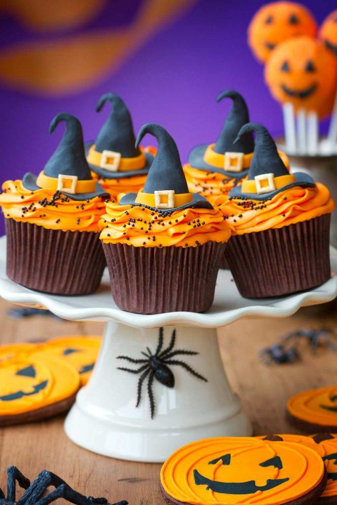 Cupcakes with Witch Hats