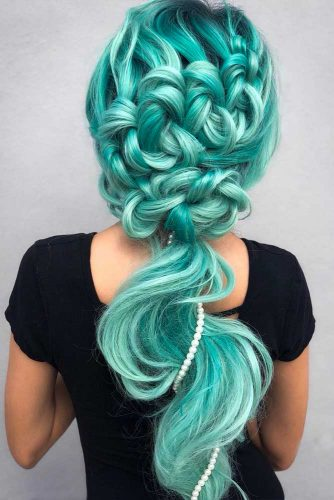 Aquamarine Hair Color For A Mermaid Look #aquahair #greenhair