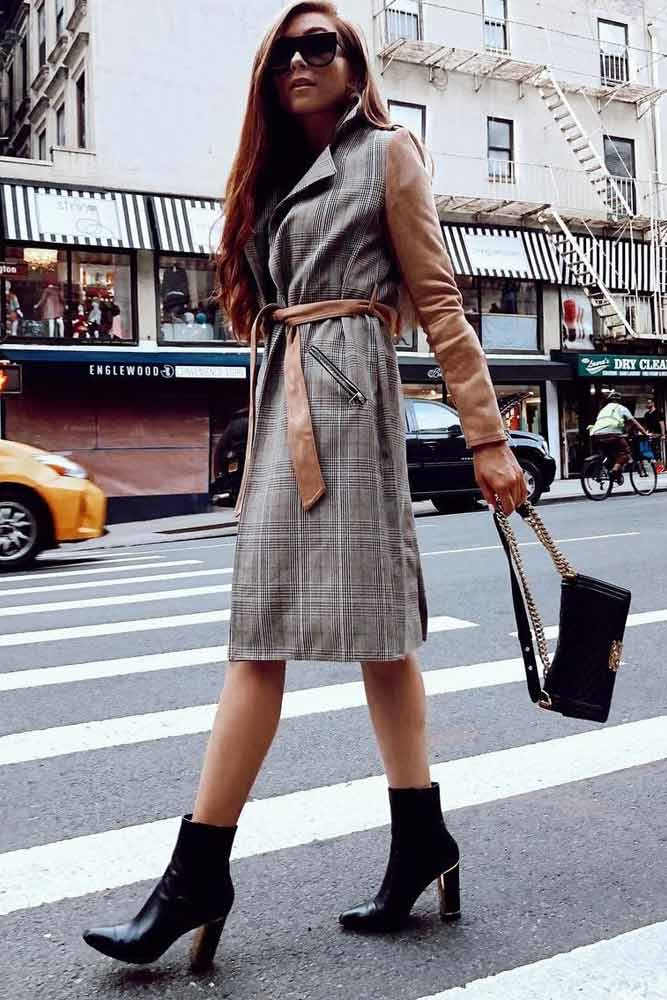 Gray Plaid Trench With Beige Sleeves #graytrench #plaid