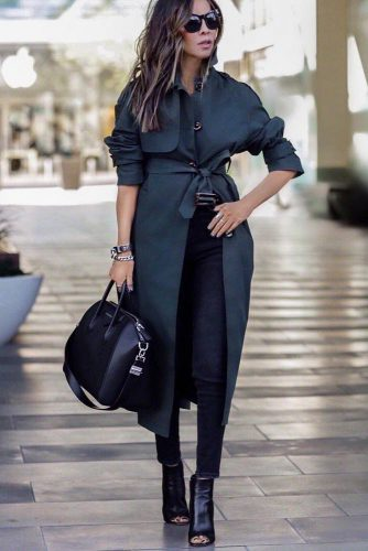 Classic Black Trench Coat For Monochromatic Look #blacktrench #monochromatic