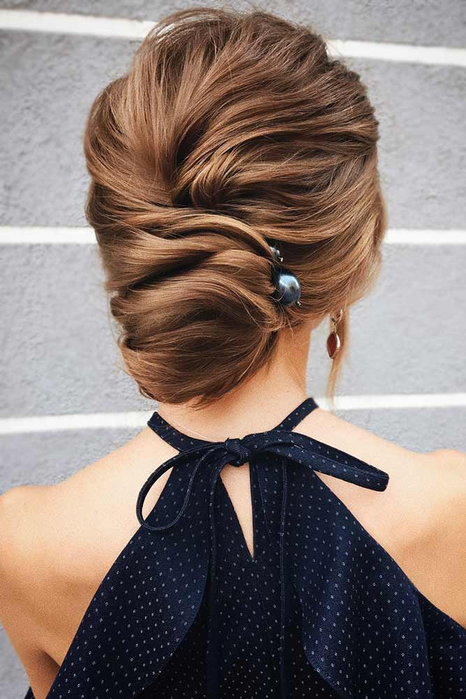 A Low Bun With Elegant Pearl Accessories #bun #updo