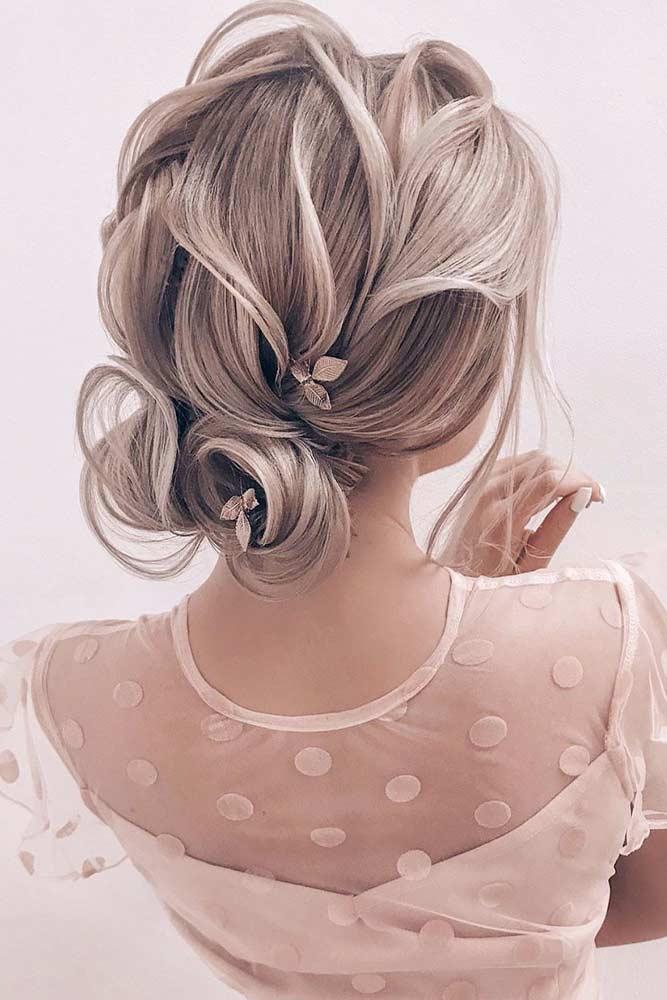 Textured Bun Hairstyle #texturedhairstyles #chichairstyle