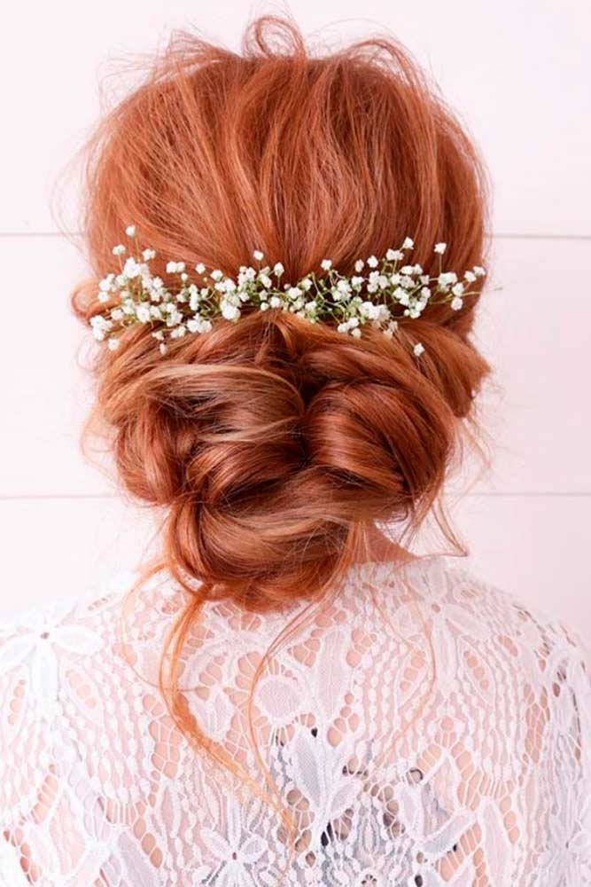 Messy Low Bun With Flowers #messyhairstyle #flowershairstyles