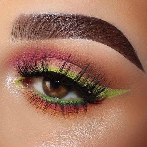 Pink Eyeshadow With Green Eyeliner Makeup #greeneyeliner