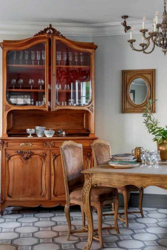 Classic French Country Dining Room #classichomedecor #diningroomdecor
